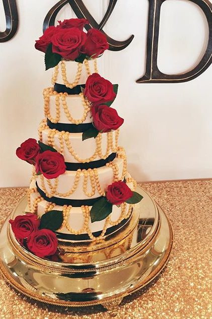 modern wedding cake gold pearls