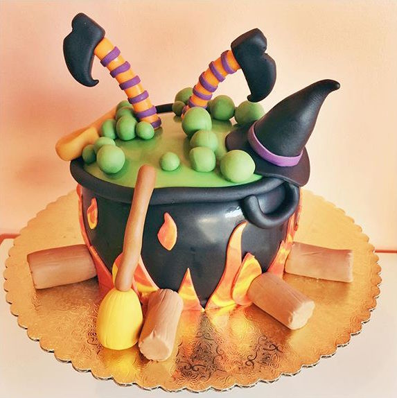 witch caldron cake