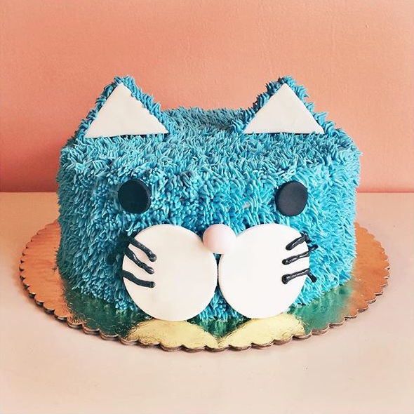 Buttercream cat cake with fondant details
