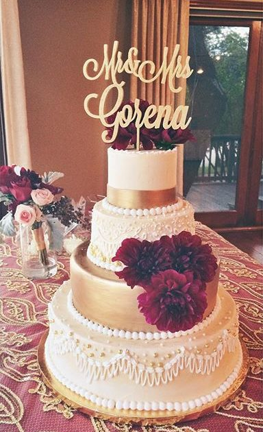 traditional wedding cake white and gold