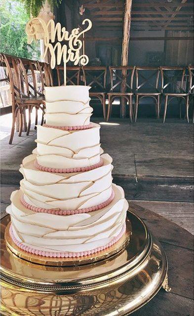 traditional wedding cake fondant ruffles