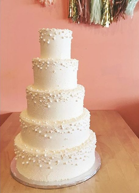 traditional wedding cake white pearls