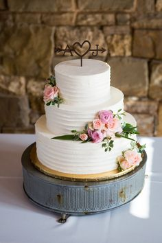 "Buttercream cake with ""corkscrew"" texture"