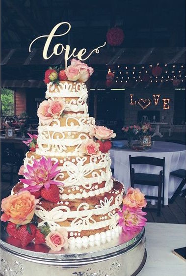 Naked cake with buttercream piping