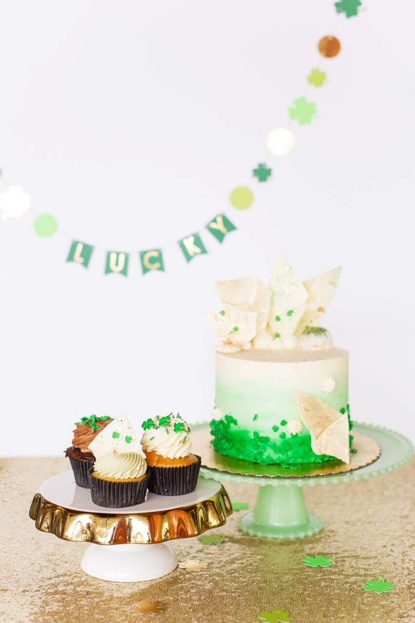 st patricks day cake and cupcakes