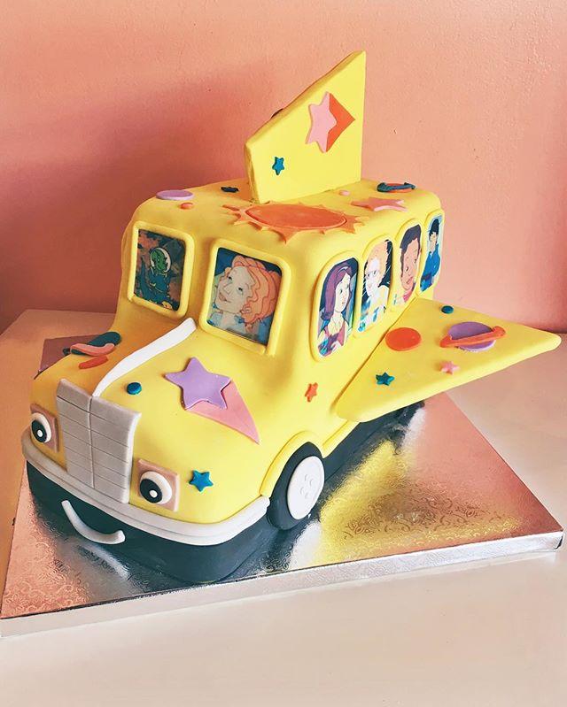 magic schoolbus cake