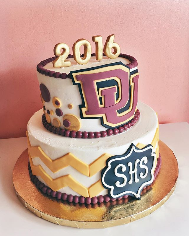 graduation cake maroon and gold