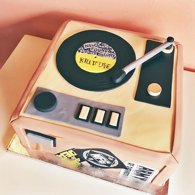 pop culture cake record player